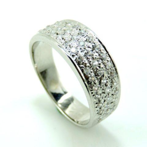 Anello in argento con zirconi bianchi