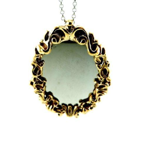 Collana con ciondolo a forma di specchio ovale