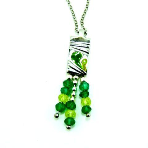 Ciondolo donna in argento, smalti verdi, smeraldino e peritodo verde
