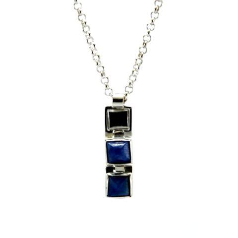 Collana con zaffiro blu in argento rodiato