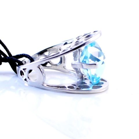 Anello con topazio azzurro e argento 925