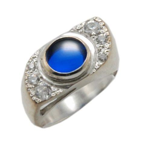 Anello con zaffiro blu e zirconi realizzato in argento